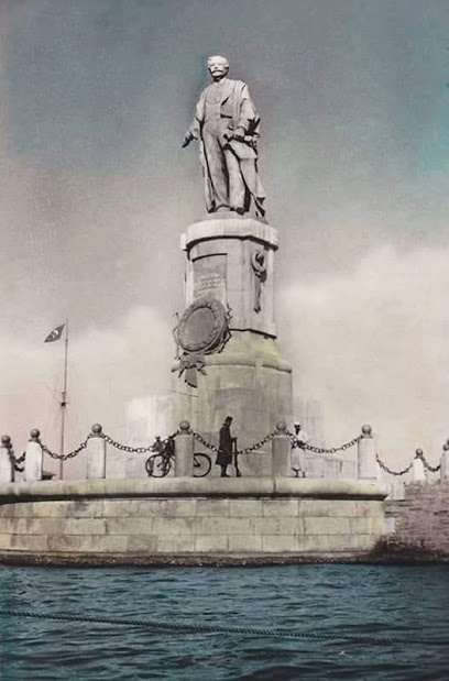 Statue of Ferdinand de Lesseps at the entrance of the Suez Canal (Credit: Google)